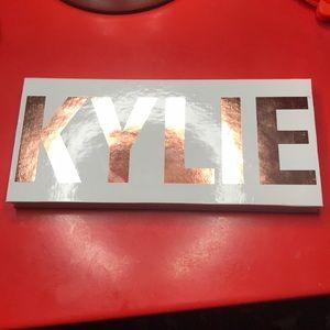 Kylie Royal Peach Palette